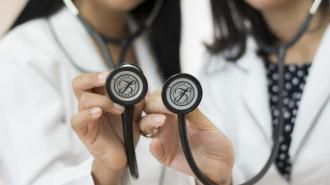 Петербургские врачи предложили создать психологическую службу для коллег со всего города