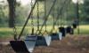 На петербургской детской игровой площадке столбы закреплены скотчем