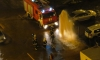 Фонтан из гидранта на Долгоозерной жестко затопил припаркованные автомобили