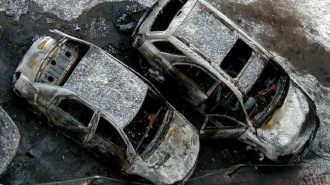 На парковке Центра экономической безопасности сожгли 3 машины