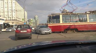 Под трамваи попали два трамвая за 10 минут в Петербурге