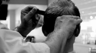 В Белгородской области парикмахер заразил коронавирусом 23 клиента