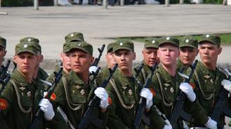 Военный эксперт пояснил, кому придется пройти военные сборы