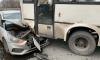 В Калининском районе Петербурга легковушка влетела в маршрутку