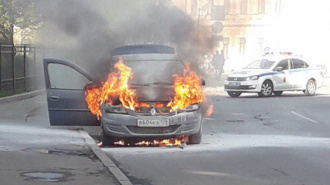 Очевидцы: утром на Воскова сгорела легковушка