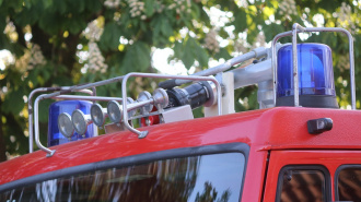 Московские пожарные спасли 15 человек с верхних этажей горящего дома