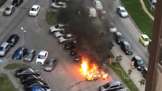 В Выборгском районе ночью сгорели две машины