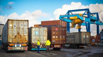 Украина запретила импорт пшеницы и бумаги из России