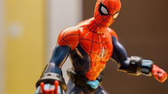 """Суд арестовал петербуржца, укравшего телефон у """"Человека-паука"""""""