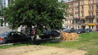 """Власти пообещали не застраивать сквер у """"Чкаловской"""""""