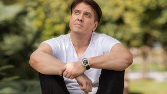 Актер Денис Матросов рассказал о домогательствах со стороны мужчины