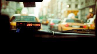 Кто и как может воспользоваться социальным такси в Ленобласти