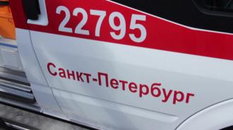 """Власти объяснили очередь из """"скорых"""" у больницы в Сестрорецке"""