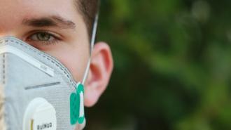 Врачи рассказали, что выздоровевшие от коронавируса остаются заразными
