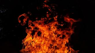 В Центральном районе загорелась иномарка
