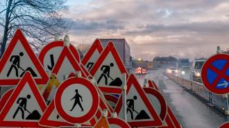 На девяти трассах Ленобласти ограничили скорость движения транспорта