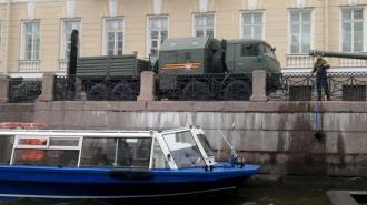 Военные помыли технику к Параду Победы водой из Мойки