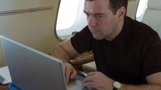 Медведев прокомментировал видео, на котором танцует под известную песню группы «Комбинация»