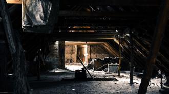 Два трупа нашли на чердаке в доме по Моравскому переулку