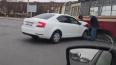 Автомобиль остановил трамвай на проспекте Луначарского