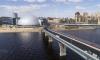 В Петербурге пешеходный мост на Яхтенной улице стал трехцветным