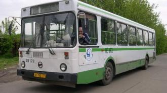 Автобус-развозку расстреляли на пр. Просвещения