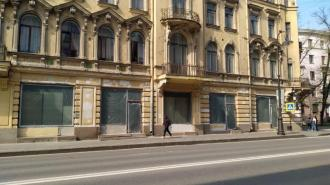 В доме Шведерского незаконно заменили исторические витринные окна