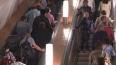 """Люди задыхаются от густого дыма на станции метро """"Проспе..."""