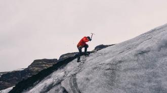 Турист из Петербурга сорвался с горы в Хибинах