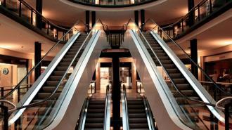 Соблюдение масочного режима проверили в восьми торговых центрах Петербурга