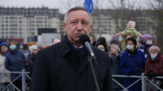 Губернатор Петербурга в 2020 году заработал в 2 раза меньше жены
