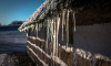 В Воронеже ледяная глыба чуть не убила женщину с ребенком
