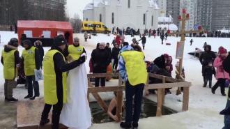 Вячеслав Макаров поддержал массовые купания на Крещение вопреки позиции руководства РПЦ