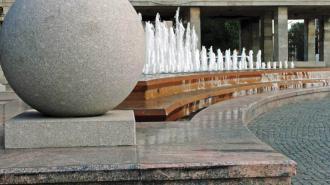 Неработающие более 10 лет фонтаны на площади Победы ждет реконструкция