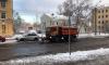Три машины с реагентами вышли на уборку Петербурга, работают две