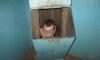 Тюменец, убегая от любовницы, застрял в мусоропроводе, пролетев три этажа