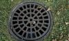 В Москве пропала девушка после падения в люк канализации