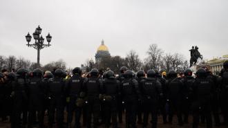 За охрану общественного порядка петербуржцы получат премию в 24 тысячи рублей