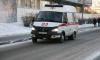 Дорожный знак рухнул на голову девушки в Невском районе