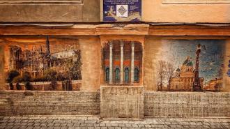 Закрашенную галерею в переулке Радищева перенесут в другую часть Петербурга