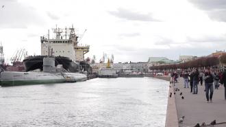 Ледокол из Петербурга спасет суда, застрявшие в Онежском озере