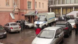 Неизвестный облапал девушку в подъезде на улице Адмирала Черокова
