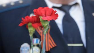 На Невском прошел траурный митинг накануне Дня Победы