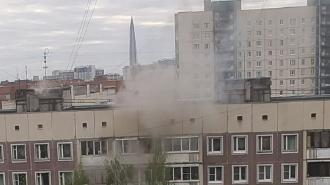 На Авиаконструкторов горит двухкомнатная квартира