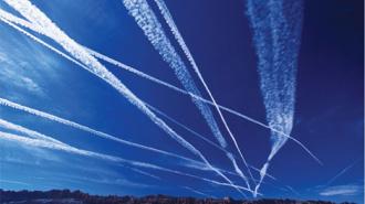 Почему в небе от самолетов остаются шлейфы? – самые экзотичные версии