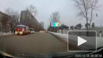 В Екатеринбурге 12 человек пострадали в ДТП с автобусом и грузовиком