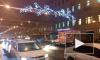 Видео: на Литейном проспекте новогоднее украшение остановило движение троллейбусов