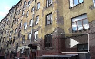 Жители Толстовского дома уже несколько лет требуют капитального ремонта фасадов