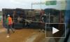 Появилось видео с КАД, где перевернулся КАМАЗ с песком