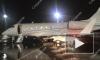 Полицейские и следователи выясняют обстоятельства столкновения автомобиля с самолетом в Пулково